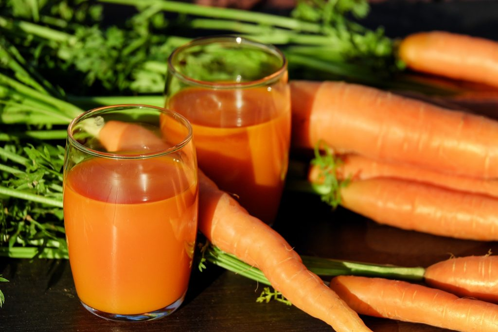 Strokes & TIAs - Image of glasses of carrot juice and fresh, whole carrots