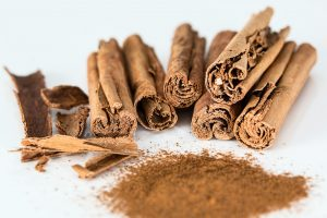 Image of cinnamon sticks and cinnamon powder