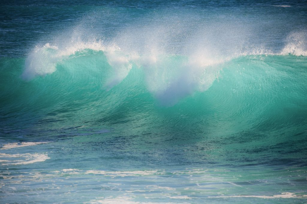 Image of an ocean wave