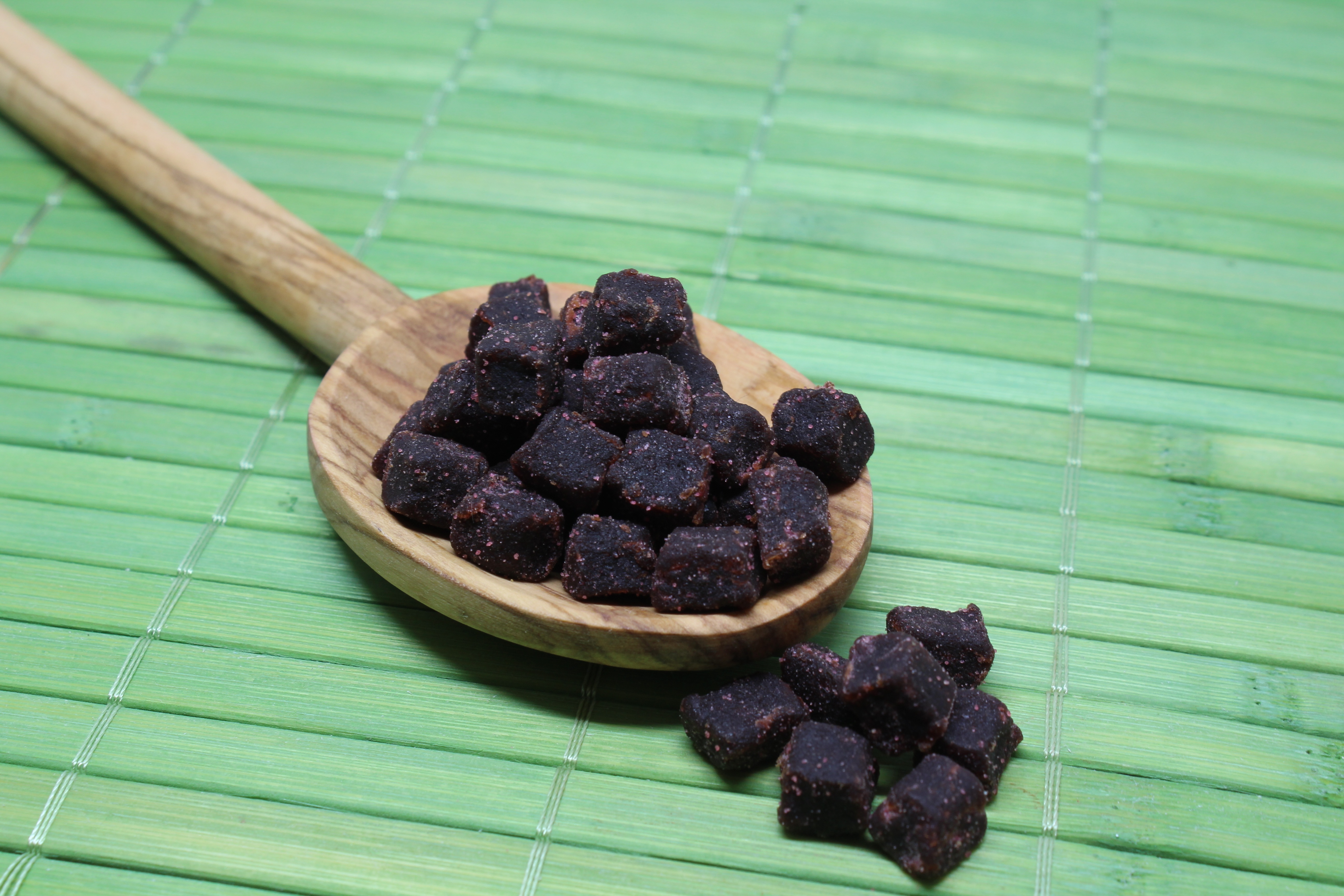 Image of Açai Berries in a wooden spoon
