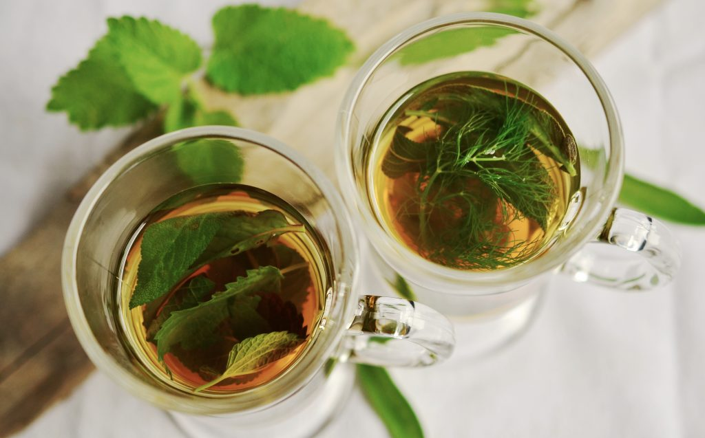 Image of a glass of peppermint tea can help body odor